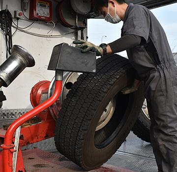 タイヤの状態を細かくチェック